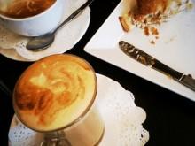 カフェにてパイ